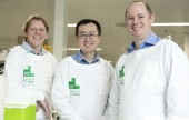 Hamish Balnaves with CCI scientists Dr Dan Carter and Dr Vincent Jing- SMALLER